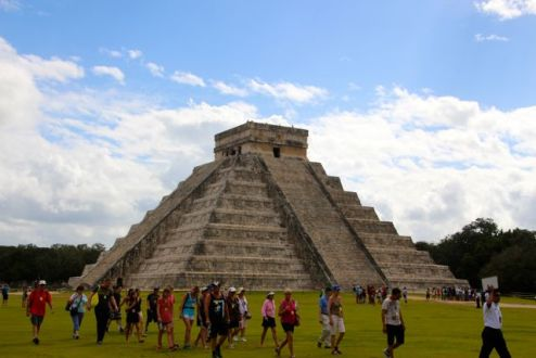 El Castillo, and yet another tour group