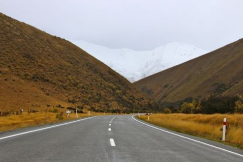 Contrasting conditions approaching Lindis Pass