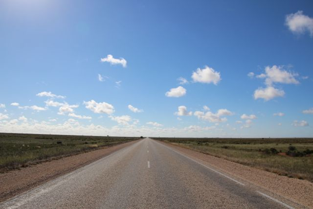 Flatline horizon on the Nullarbor Plain